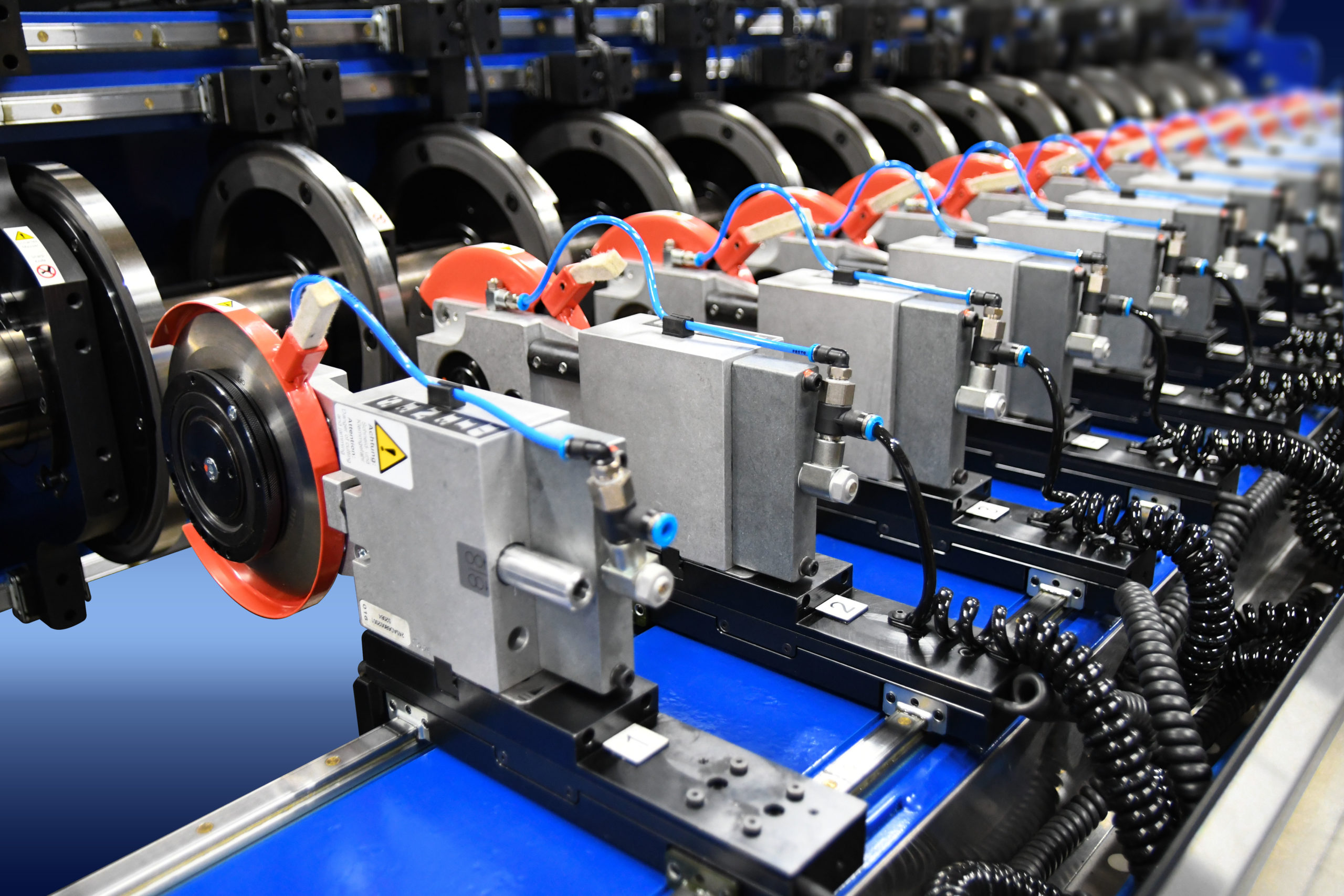 Pneumatic holder system vs. Shafted Cut System